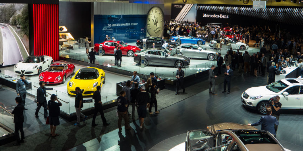 2015 Los Angeles Auto Show Tech: Augmented Reality Manuals And Retina-Display Maps