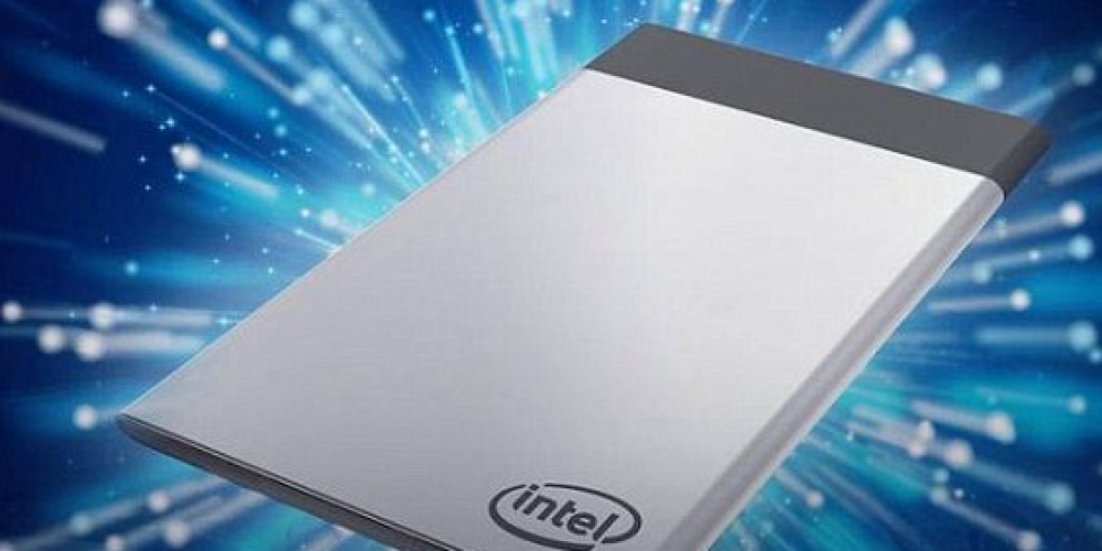 """Intel Unveiled Its Latest Credit Card-sized Device """"Compute Card"""" at CES 2017"""