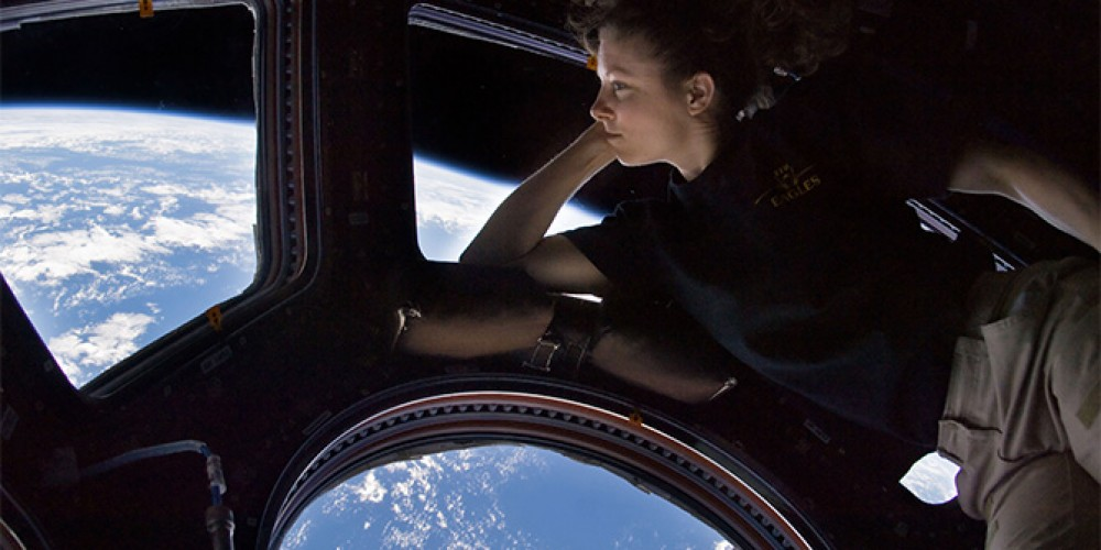 Virtual Reality Space VR Lets You View Earth From The Orbit