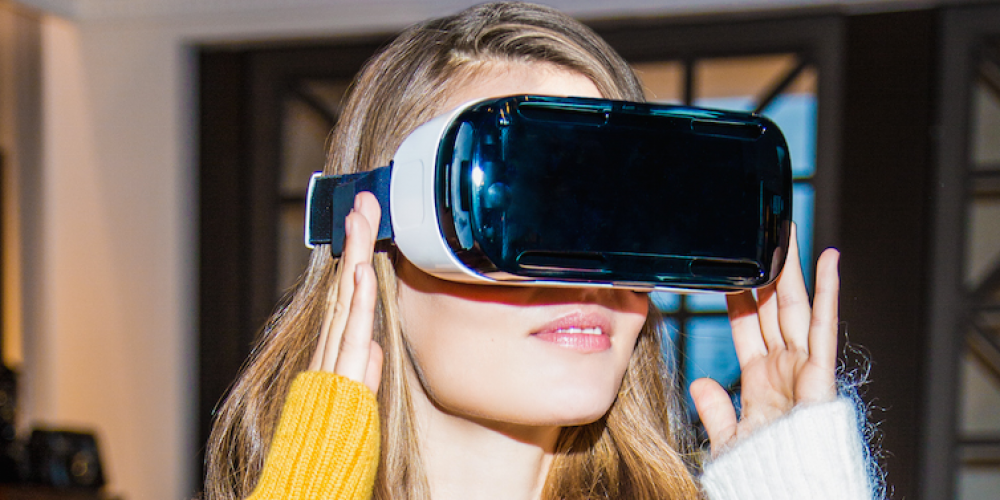 Hands-On With Tommy Hilfiger's In-Store Virtual Reality Catwalk Experience